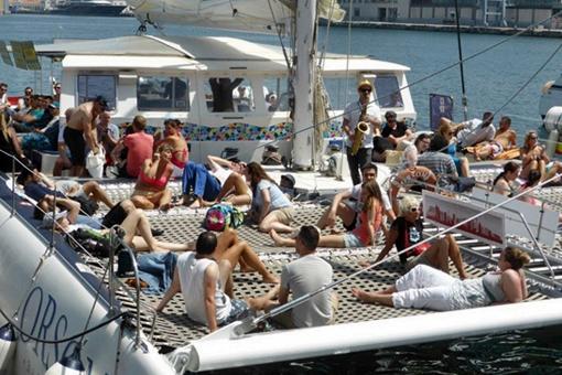 DiscoBus Catamaran